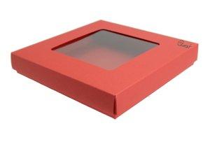 Pudełko na kartkę kwadratową z kwadratowym okienkiem czerwone matowe - GoatBox